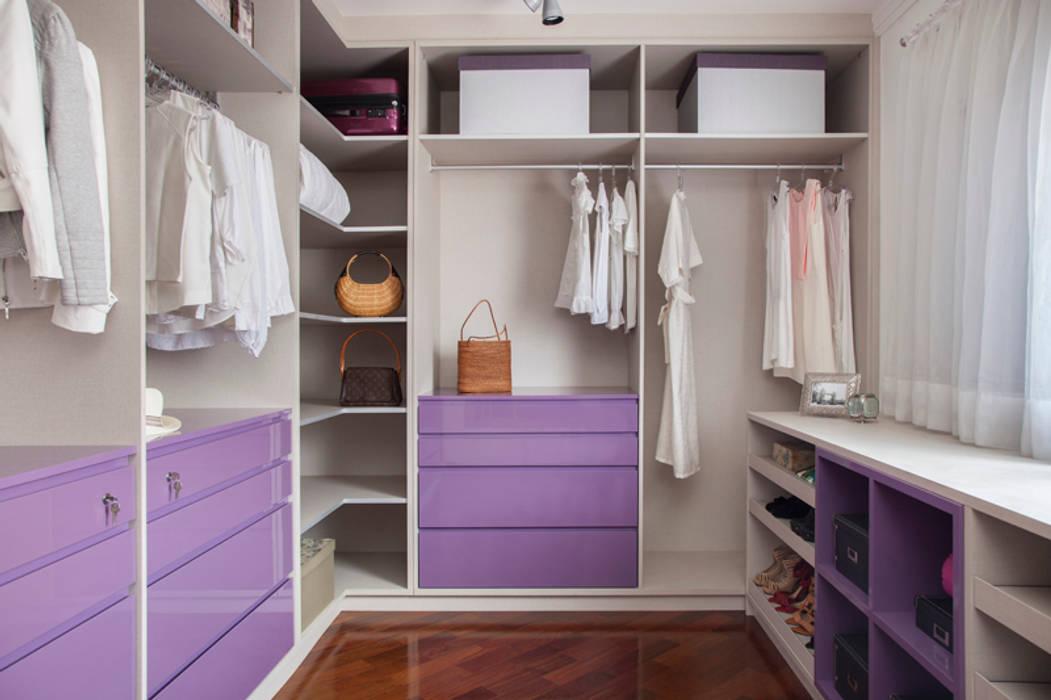 Dressing room by Aonze Arquitetura, Minimalist MDF