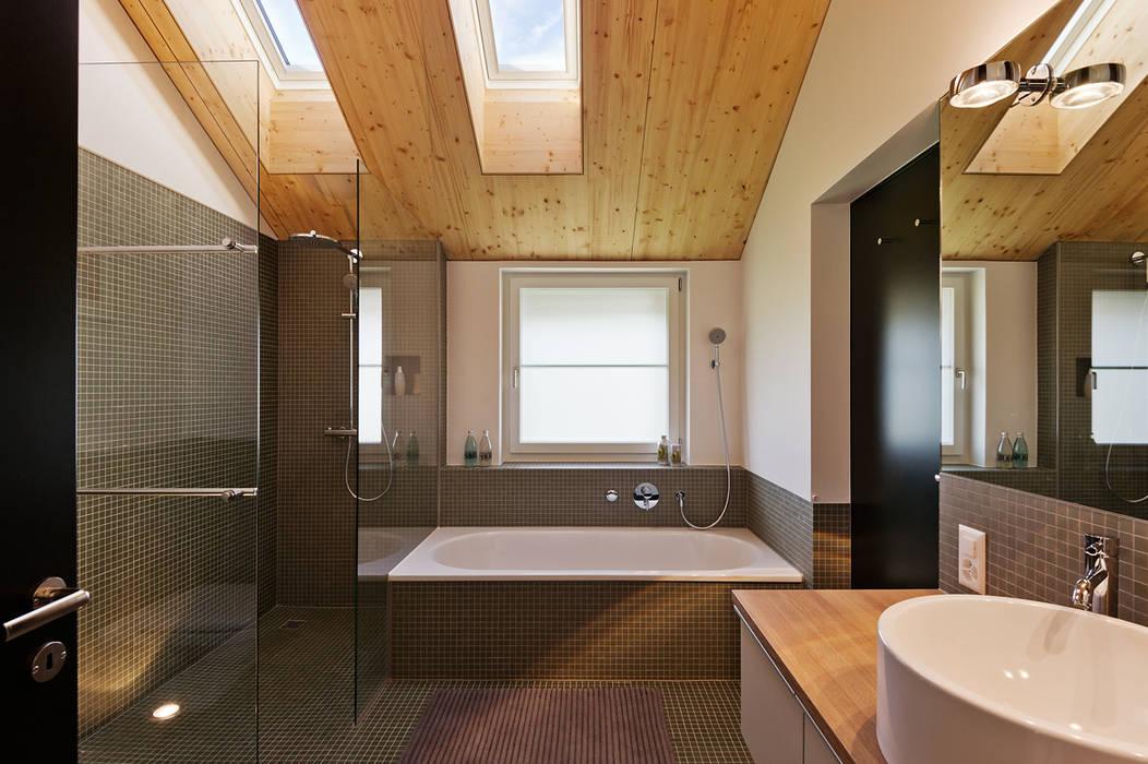 Modern bathroom by Giesser Architektur + Planung Modern