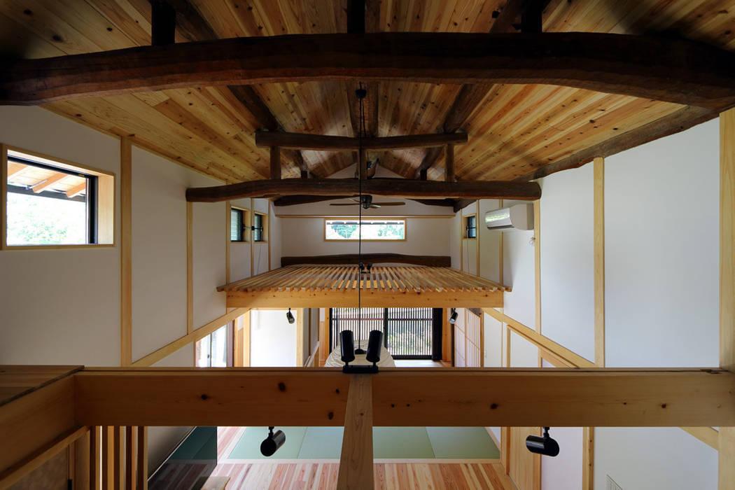 Salas de estilo asiático de 株式会社濱田昌範建築設計事務所 Asiático