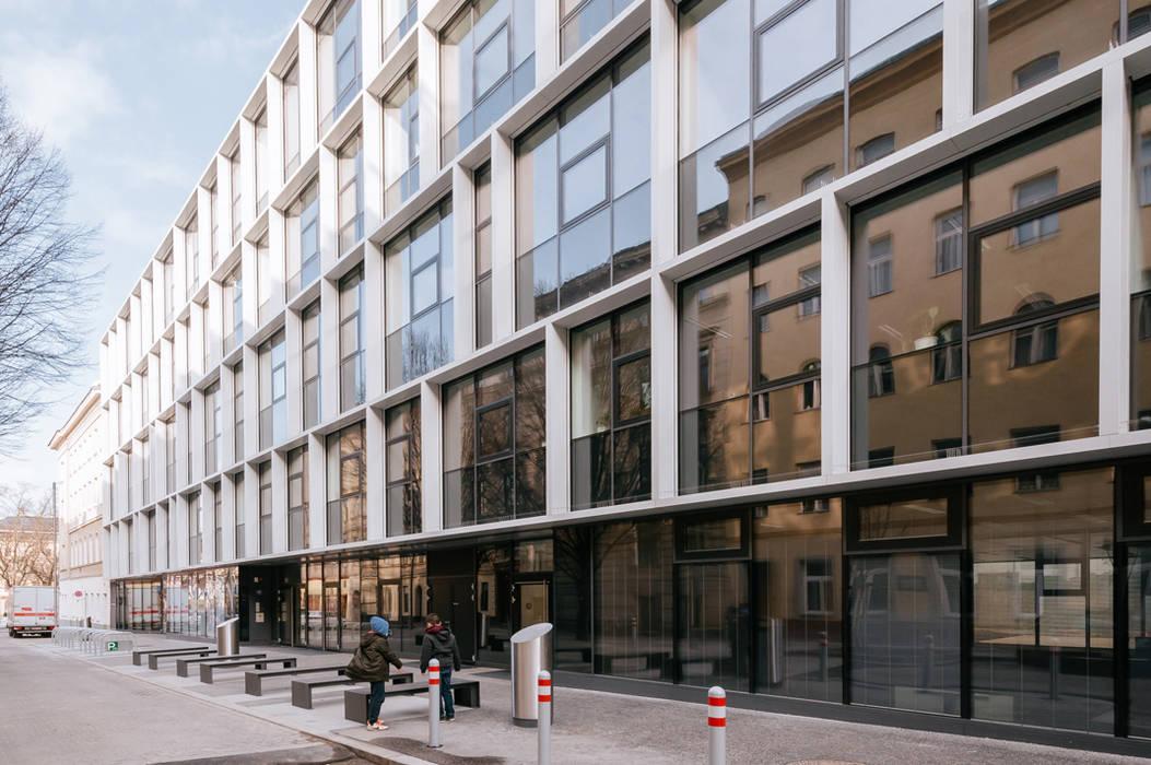 BSE - Berufsschule Embelgasse Moderne Schulen von AllesWirdGut Architektur ZT GmbH Modern
