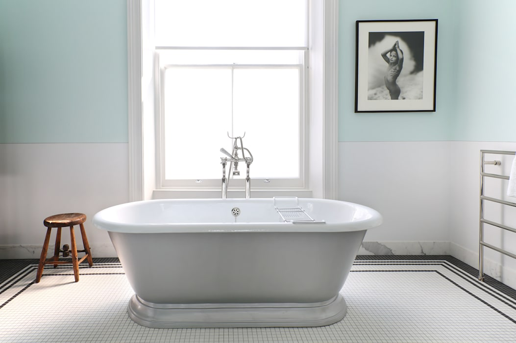 Notting Hill home Alex Maguire Photography Minimalist bathroom