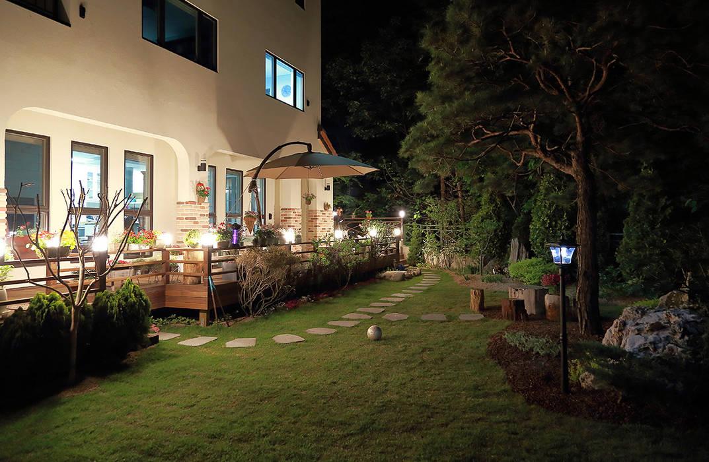 Jardines de estilo  por OUA 오유에이, Mediterráneo