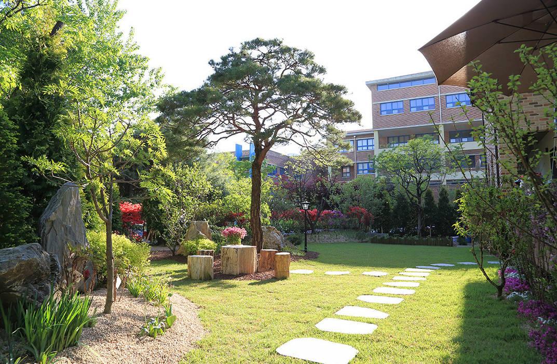 빛이 가득한 정원: OUA 오유에이의  정원