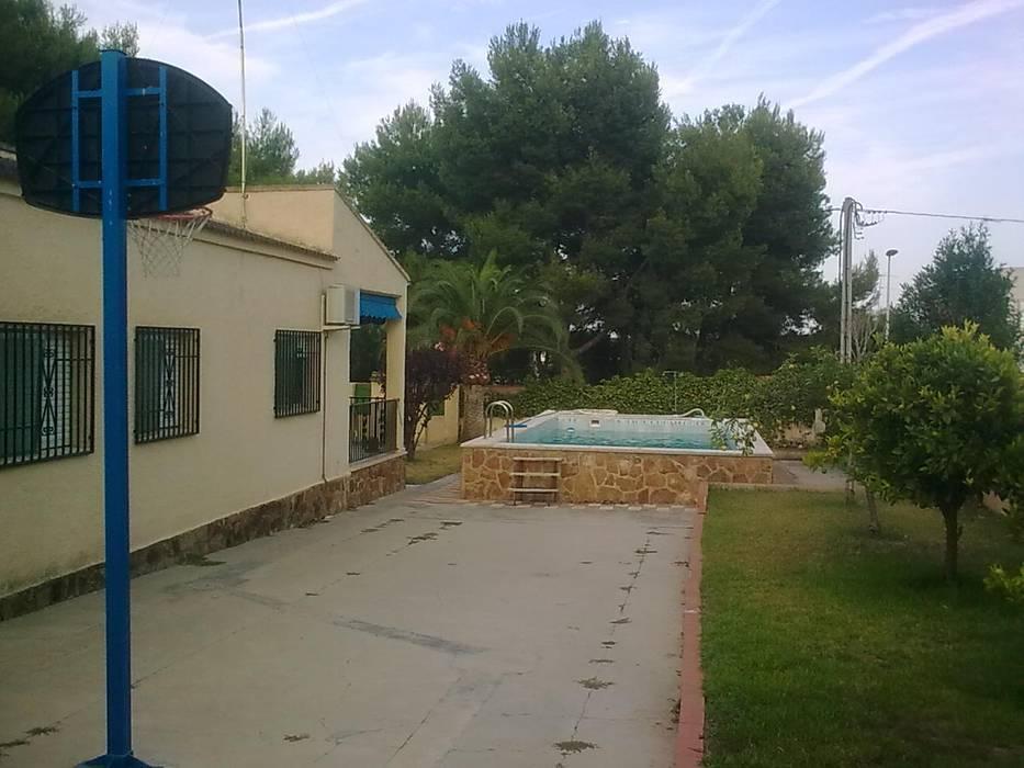 Casa del Porche de Piedra de LLIBERÓS SALVADOR Arquitectos Rústico