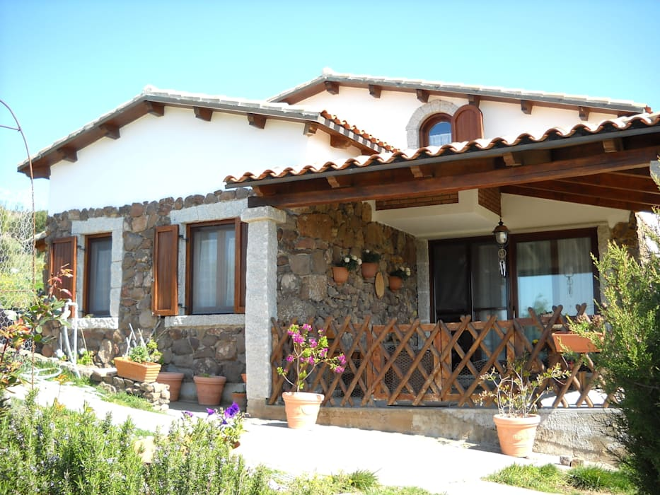 Casas de estilo  por SOGEDI costruzioni, Rústico