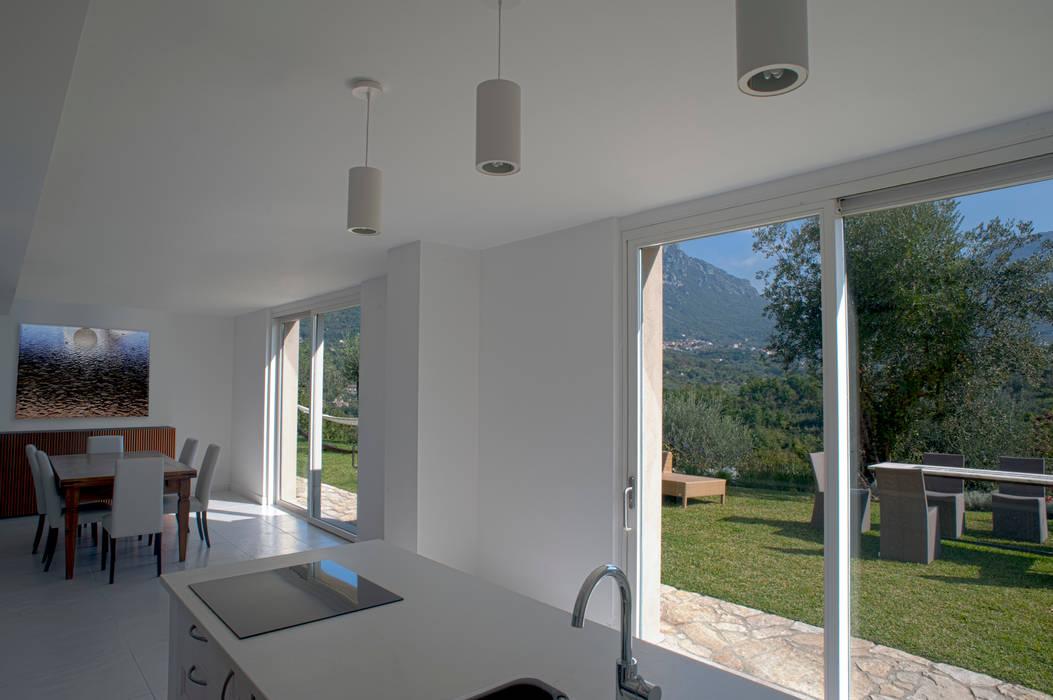 CASA MP, Melizzano(CE) 2012 Finestre & Porte in stile moderno di x-studio Moderno