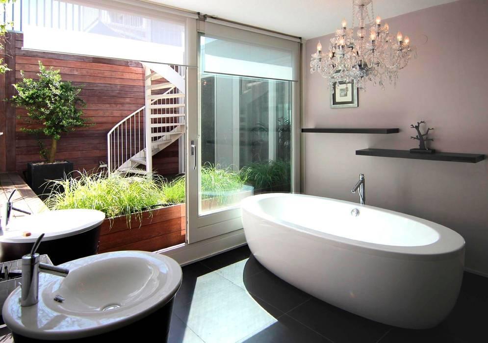 Badkamer met daglicht Scandinavische badkamers van PAA Pattynama Ahaus Architectuur Scandinavisch