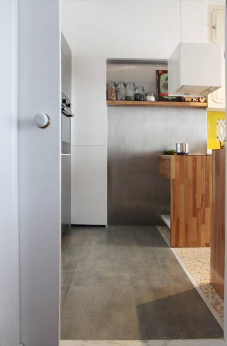 Remodelação de cozinha com recuperação de mobiliário existente. Cozinhas ecléticas por homify Eclético