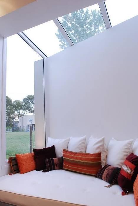 Ruang Keluarga oleh Estudio de Arquitectura Clariá & Clariá, Modern