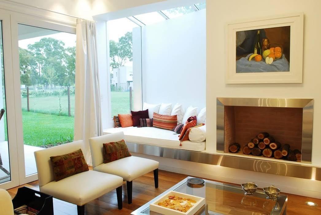 Salas / recibidores de estilo  por Estudio de Arquitectura Clariá & Clariá, Moderno