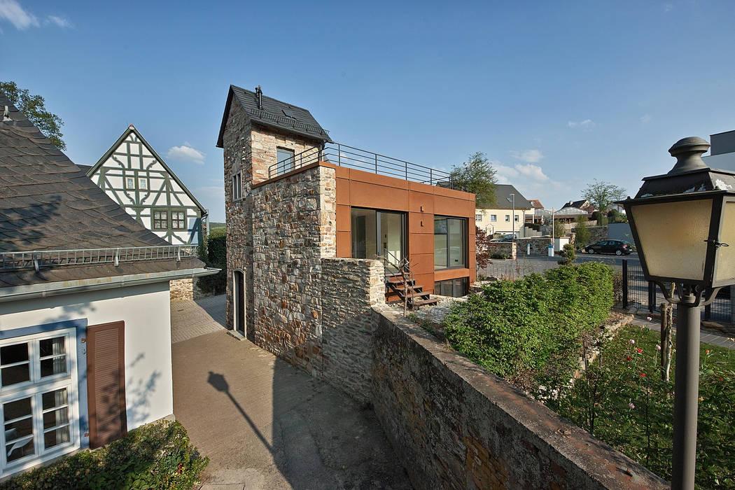 Umbau/Erweiterung Trafostation, Idstein Rustikale Häuser von GUCKES & PARTNER Architekten mbB Rustikal