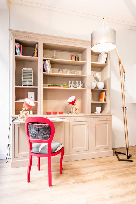 bibliothèque HAUSSMANN en médium laquée de La Cuisine Française: Bureau de style de style Classique par MJ Home