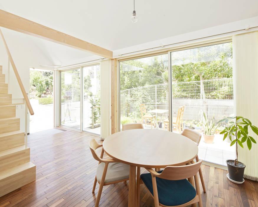 あざみ野の家: 白砂孝洋建築設計事務所が手掛けたリビングです。