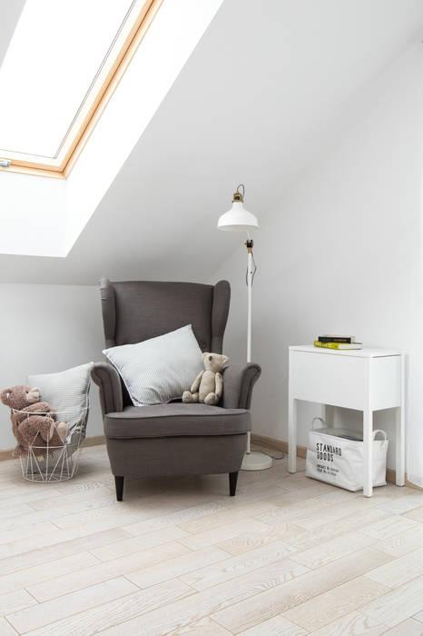 Dormitorios infantiles de estilo minimalista de www.niewformie.pl Minimalista