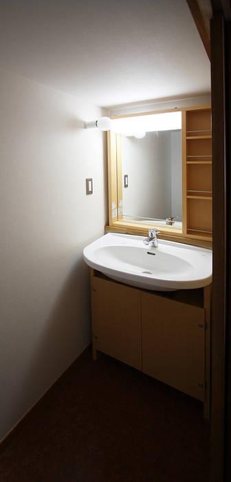 Modern bathroom by 遠藤浩建築設計事務所 H,ENDOH ARCHTECT & ASSOCIATES Modern