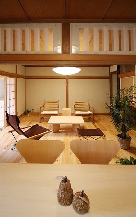 Living room by 遠藤浩建築設計事務所 H,ENDOH  ARCHTECT  &  ASSOCIATES