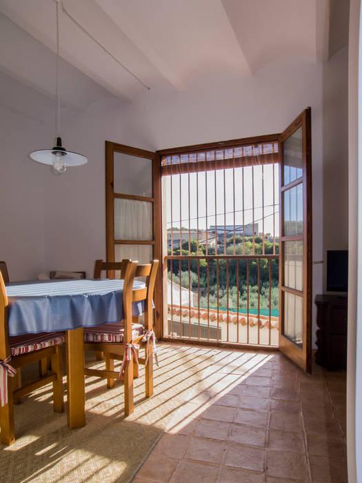Ventanal Puertas y ventanas de estilo rústico de FGMarquitecto Rústico