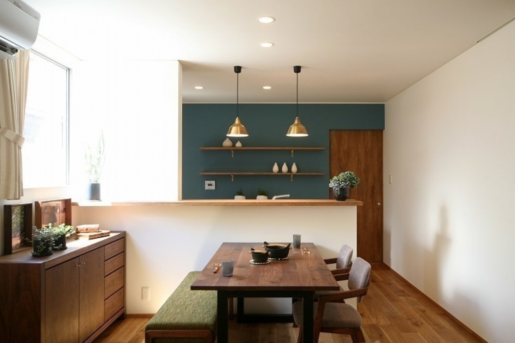 Modern dining room by zuiun建築設計事務所 / 株式会社 ZUIUN Modern