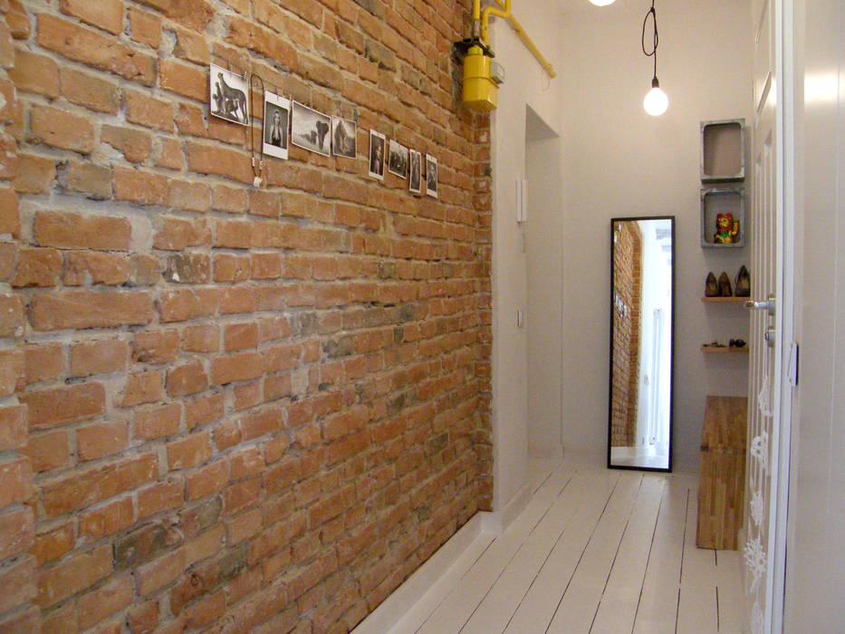 Pasillos, halls y escaleras escandinavos de Mint&Brisk Escandinavo