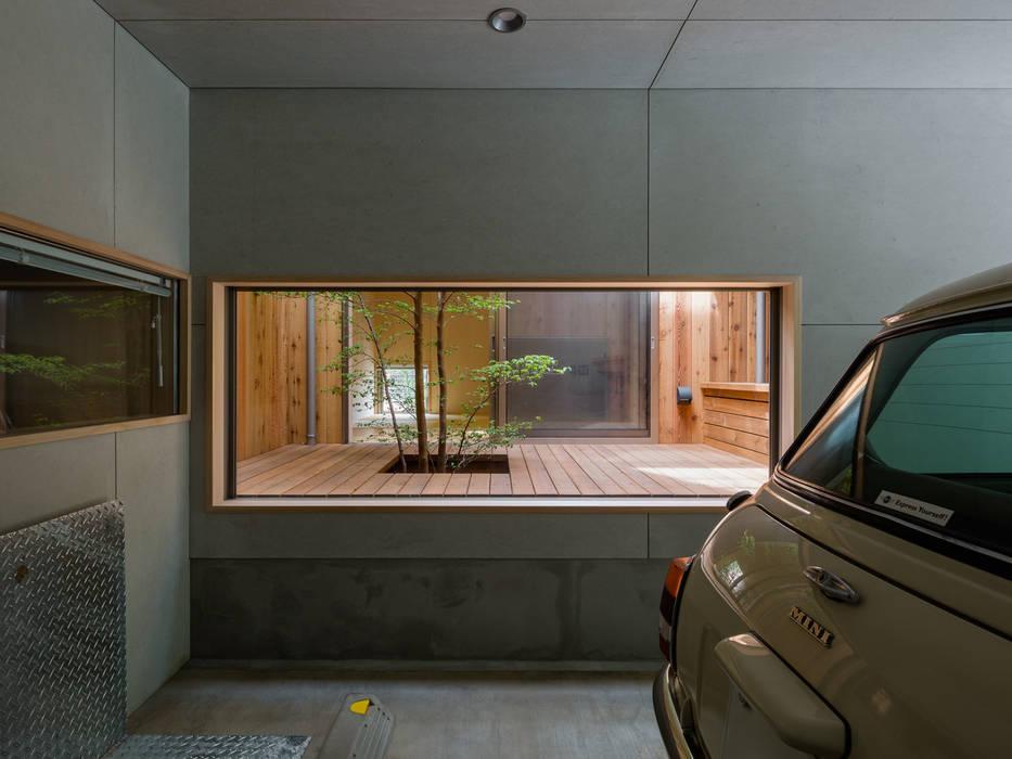 Garage/schuur door 株式会社リオタデザイン, Modern