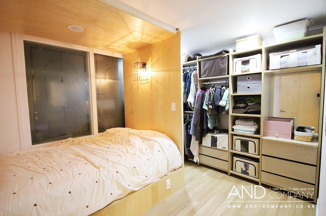 서재를 거실로, 거실을 서재로 앤드컴퍼니 모던스타일 침실