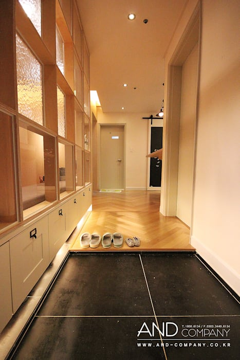서재를 거실로, 거실을 서재로 모던스타일 복도, 현관 & 계단 by 앤드컴퍼니 모던