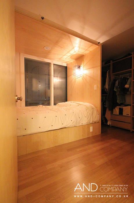 서재를 거실로, 거실을 서재로 모던스타일 침실 by 앤드컴퍼니 모던