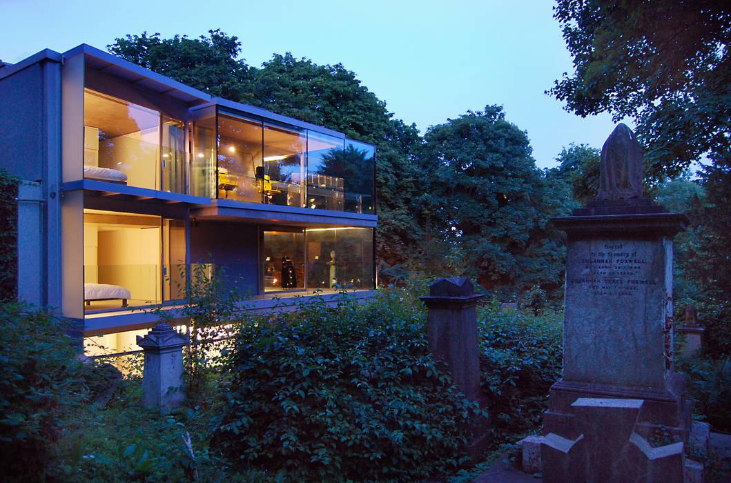Night view from cemetery Eldridge London Minimalist houses Glass Grey