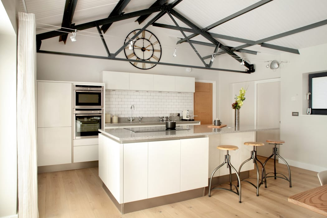 The Cow Shed Barn Conversion Kitchen 根據 in-toto Kitchens Design Studio Marlow 古典風