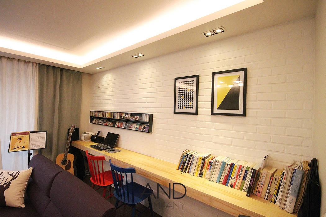 Salas de estilo moderno de 앤드컴퍼니 Moderno