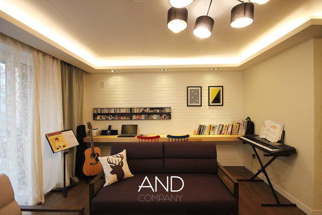 Modern living room by 앤드컴퍼니 Modern