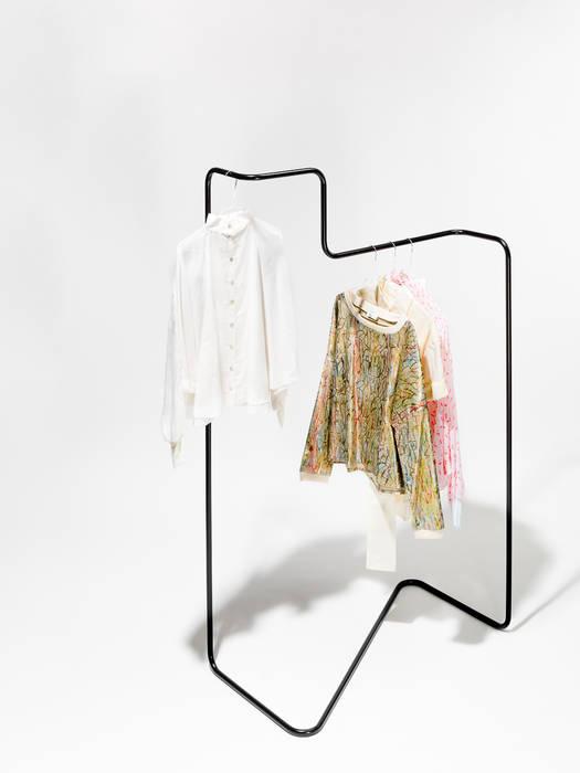 """""""Solid line"""" clothes rack par Phil Divi Product Design Éclectique"""
