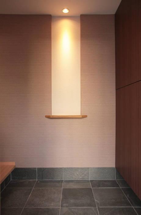 Moderne Wände & Böden von 有限会社 起廣プラン 一級建築士事務所 Modern