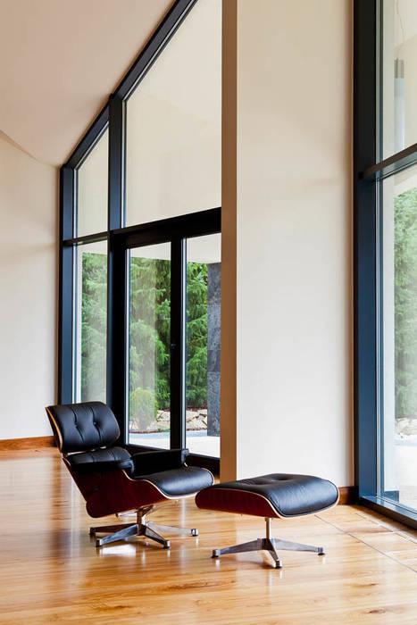 Rezydencja Orzech Nowoczesne okna i drzwi od tomasz czajkowski pracownia Nowoczesny
