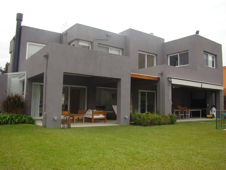 modern  oleh Estudio de Arquitectura Clariá & Clariá, Modern