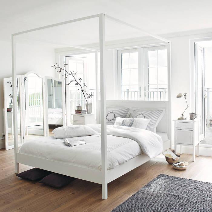 White, classic, scandinavian sleeping 99chairs 臥室床與床頭櫃