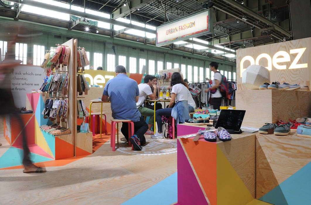 Exhibition centres by StudioStore,