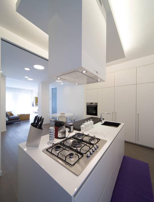 Minimalistische Küchen von ristrutturami Minimalistisch