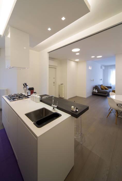 Radiant White Cucina minimalista di ristrutturami Minimalista