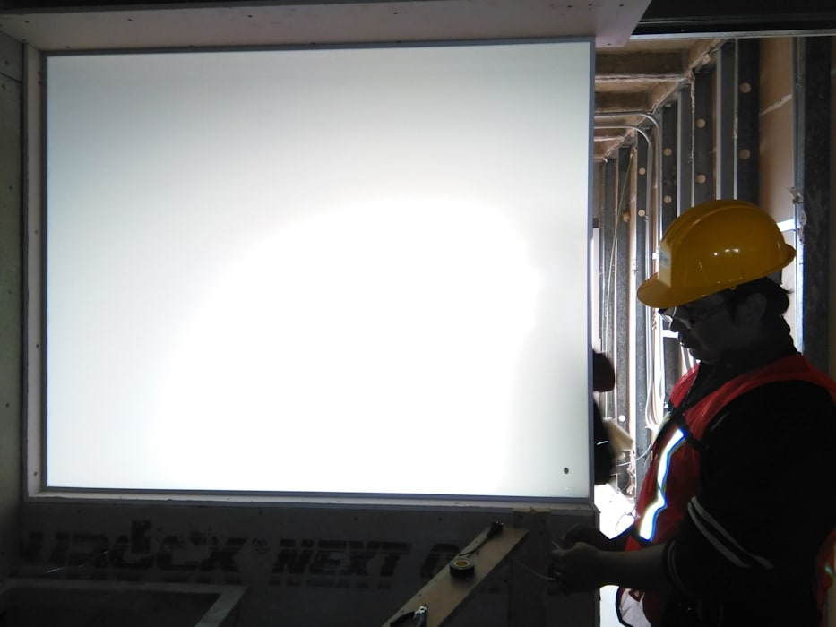 instalación de cristal privacidad: Recámaras de estilo  por Integra RH SA de CV