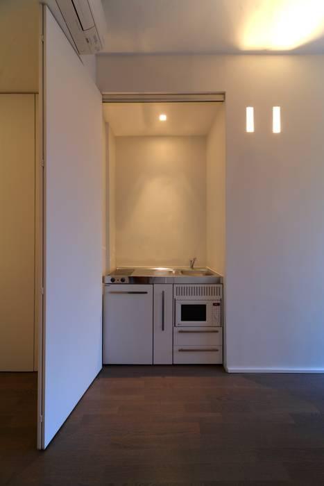 Cocinas de estilo minimalista de ristrutturami Minimalista