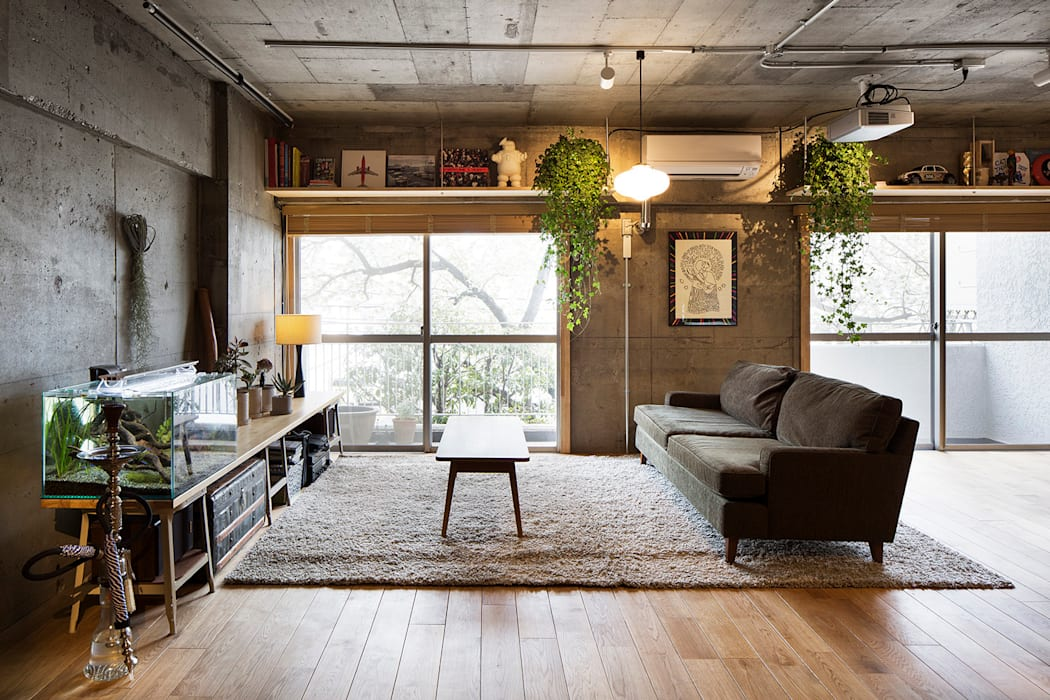 Eclectic style living room by 松島潤平建築設計事務所 / JP architects Eclectic