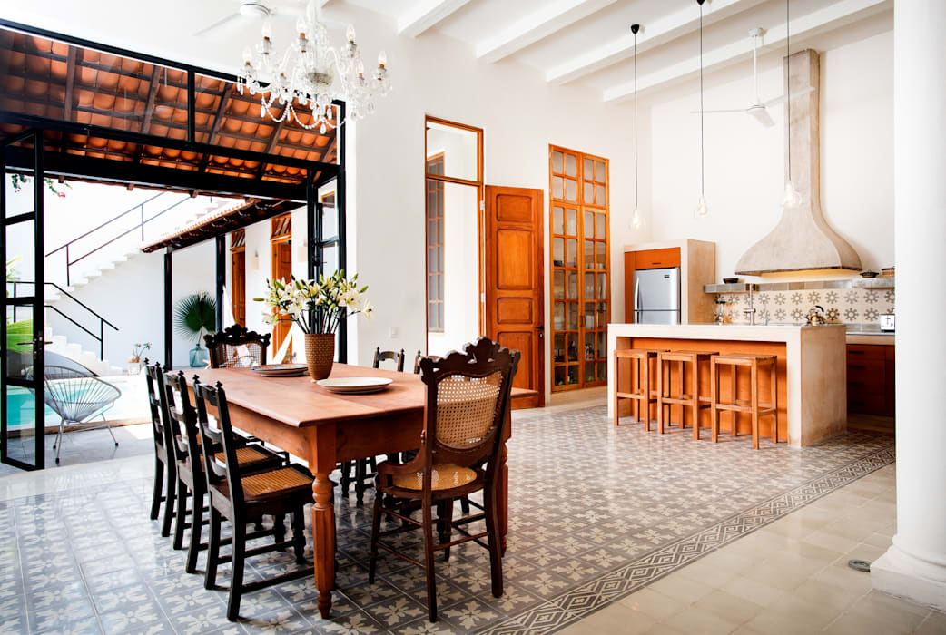 Eclectic style dining room by Taller Estilo Arquitectura Eclectic