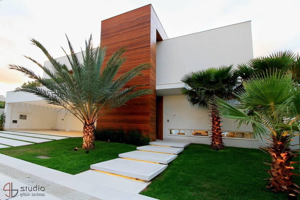 Moderne Häuser von Studio Gilson Barbosa Modern