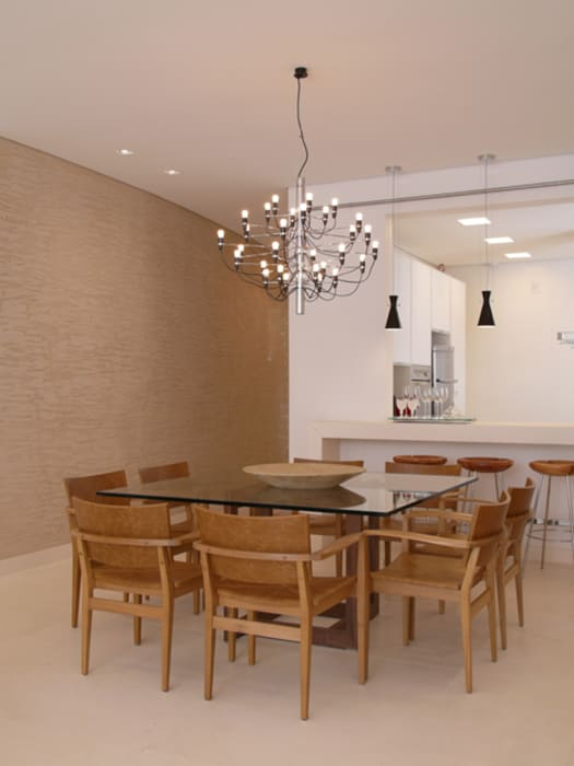 Dining room by Denise Barretto Arquitetura