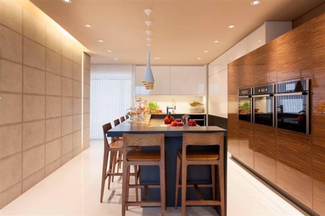 Loft do Casal Cozinhas modernas por Denise Barretto Arquitetura Moderno