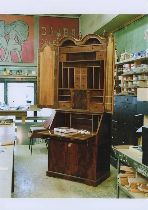 Мебельная мастерская Александра Воробьева Living roomCupboards & sideboards
