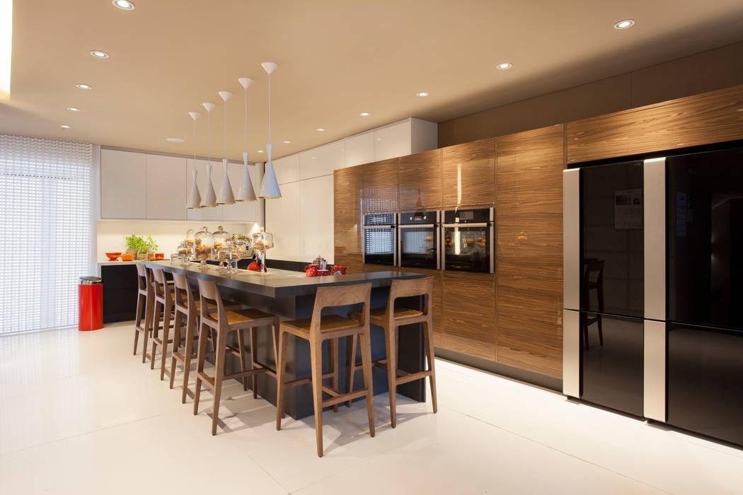 Loft do Casal: Cozinhas  por Denise Barretto Arquitetura,Moderno