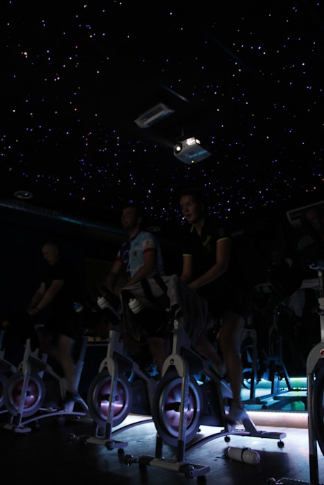 Spinning ruimte Sportschool Sterrenhemel plafond verlichting op de maat van de muziek Moderne evenementenlocaties van MyCosmos Modern