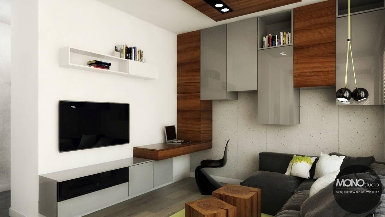 Urocze mieszkanie zaaranżowane w nowoczesnym stylu: styl , w kategorii Salon zaprojektowany przez MONOstudio